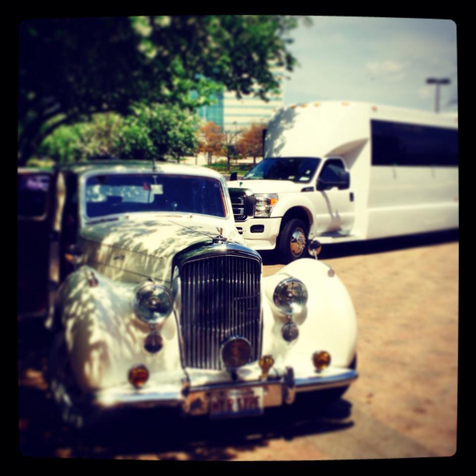 Authentic Antique Limousine Rental Chicago Services - The 312 Limo Chicago